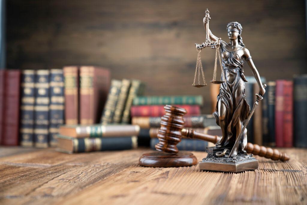 Antecedentes penales y judiciales